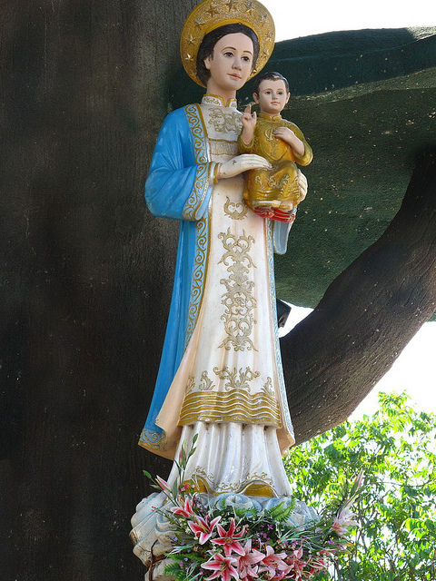 Tượng Đức Mẹ mang đậm chất Việt
